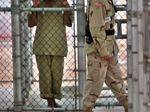 أمريكا تقول انها نقلت اثنين من معتقلي جوانتانامو الى السعودية