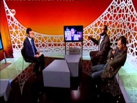 م.أحمد مولانا أمام أحد أعضاء حزب الدستور